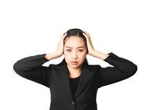 Mulher asiática de pensamento do negócio no terno preto fotos de stock royalty free