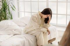Mulher asiática desapontado que mostra a agonia fotos de stock