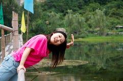 a mulher asiática diz olá! Fotografia de Stock Royalty Free