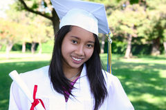 Mulher asiática na graduação fotografia de stock