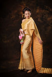 Mulher asiática no vestido da tradição Imagem de Stock Royalty Free