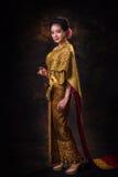 Mulher asiática no vestido da tradição Fotografia de Stock