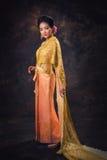 Mulher asiática no vestido da tradição Foto de Stock