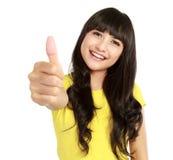 Mulher asiática nova que mostra os polegares acima Fotos de Stock Royalty Free