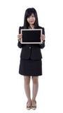 Mulher asiática que guarda o quadro-negro pequeno imagens de stock