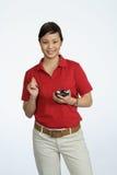 Mulher asiática que usa um PDA fotografia de stock