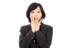 Mulher asiática nova que surpreende Imagens de Stock