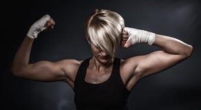 Mulher atlética desportiva Fotografia de Stock Royalty Free