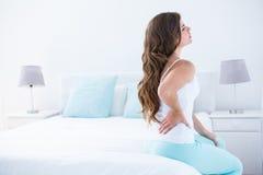 Mulher atrativa com dor nas costas fotos de stock