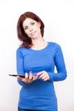 Mulher atrativa com PC da tabuleta fotos de stock royalty free