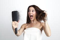 Mulher atrativa com queda de cabelo imagens de stock