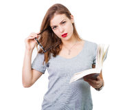 Mulher atrativa com vidros de leitura imagens de stock royalty free