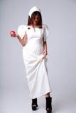 Mulher atrativa da forma no vestido branco Fotos de Stock Royalty Free