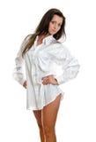 Mulher atrativa na camisa do mens. foto de stock