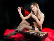 Mulher atrativa na roupa interior com mala de viagem Fotografia de Stock Royalty Free