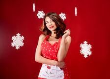 Mulher atrativa sobre o fundo do Natal Imagem de Stock