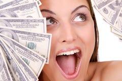 A mulher atrativa toma um lote de 100 contas de dólar Imagem de Stock