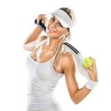 Mulher bem sucedida com a raquete no campo de tênis Fotografia de Stock Royalty Free