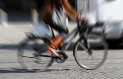 Mulher Biking Fotografia de Stock Royalty Free