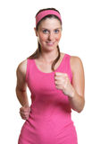 A mulher bonita ama a ginástica aeróbica Fotografia de Stock