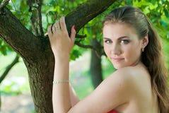 Mulher bonita ao ar livre Fotografia de Stock Royalty Free