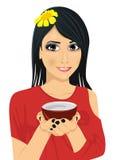 Mulher bonita asiática que guarda um copo do chá verde Imagens de Stock