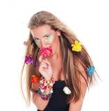 Mulher bonita com as flores no cabelo Foto de Stock Royalty Free
