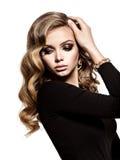 Mulher bonita com cabelo curly longo fotos de stock royalty free