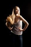 Mulher bonita com cabelo longo imagens de stock