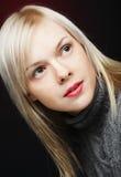 Mulher bonita com cabelo louro foto de stock royalty free