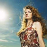 Mulher bonita com cabelo magnífico Imagens de Stock