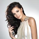 Mulher bonita com cabelo marrom longo Imagem de Stock Royalty Free