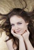 Mulher bonita com cabelo no movimento foto de stock