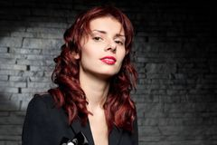Mulher bonita com cabelo vermelho Fotos de Stock