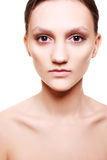 Mulher bonita com composição bege natural imagens de stock