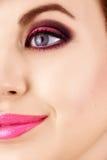 Mulher bonita com composição cor-de-rosa foto de stock royalty free