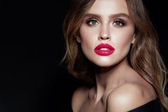 Mulher bonita com composição e penteado da beleza fotografia de stock royalty free
