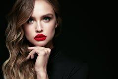 Mulher bonita com composição e penteado da beleza fotografia de stock