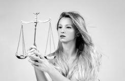 Mulher bonita com escalas Femida Sinal do zodíaco da Libra imagem de stock royalty free