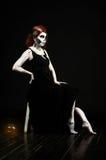Mulher bonita com esqueleto da composição Imagens de Stock