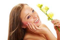 Mulher bonita com flor do lírio fotos de stock