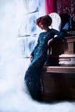 Mulher bonita com a flor no cabelo Fotografia de Stock Royalty Free