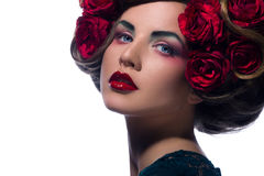 Mulher bonita com a flor no cabelo Fotografia de Stock