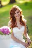 Mulher bonita com flowerpot fotografia de stock royalty free