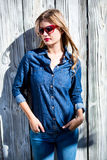 Mulher bonita com mãos no bolso Foto de Stock