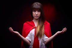 Mulher bonita com o casaco vermelho no estúdio Imagem de Stock Royalty Free
