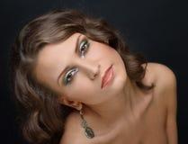 Mulher bonita com ombros despidos Imagem de Stock Royalty Free