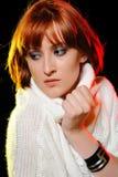 Mulher bonita com penteado curto do prumo da forma Imagem de Stock