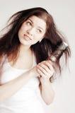 Mulher bonita com problemas do `s do cabelo fotografia de stock