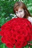 Mulher bonita com rosas fotos de stock royalty free